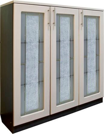 Шкаф для документов низкий, 3-х дверный (стекло)-1
